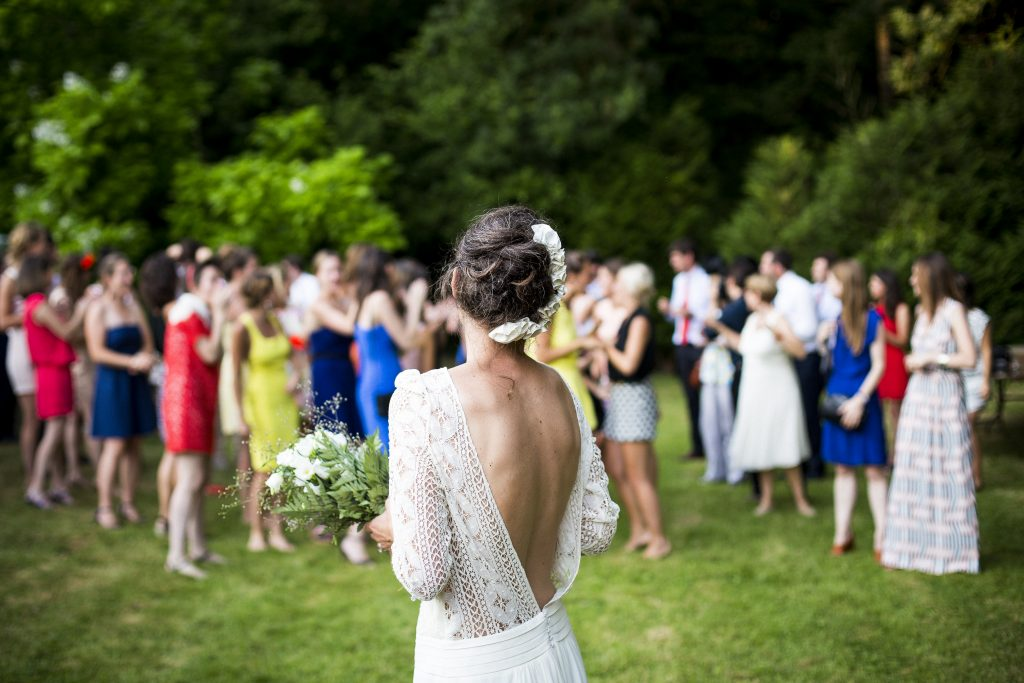 bride-getting-ready-to-throw-bouquet