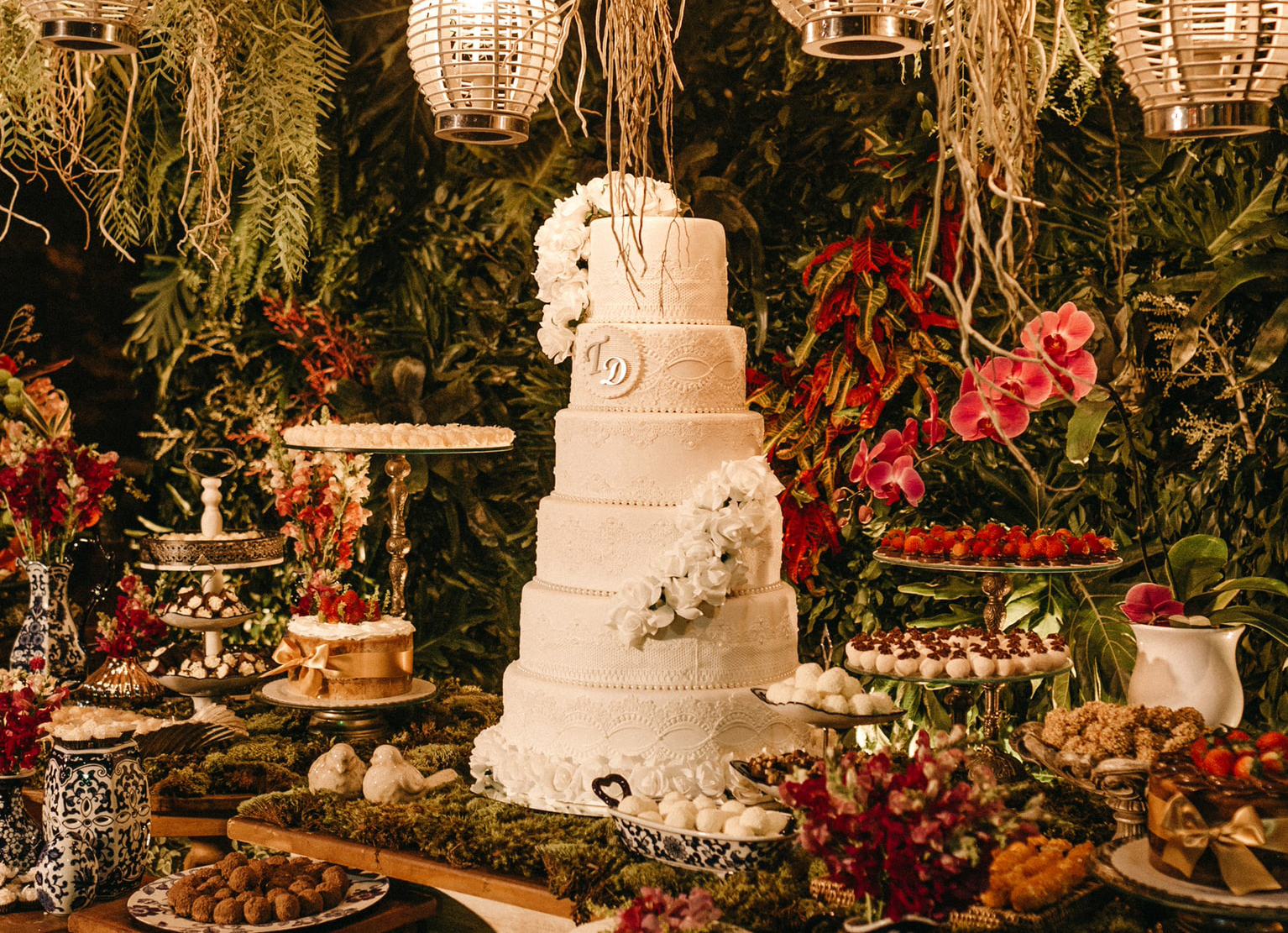 Wedding Cakes - Cake On Table
